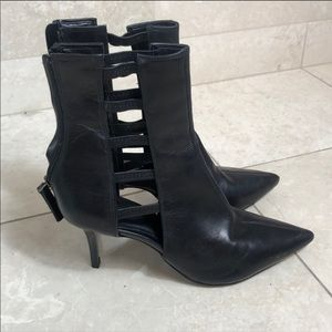 hP] ZARA BLACK ZIPPER ANKLE BOOTS